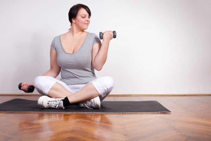 Gymnastik zu Hause machen und Gewicht verlieren