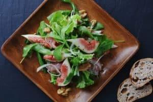 salat mit feigen und nüssen