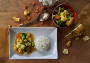 Blumenkohl Curry mit Obst und Gemüse