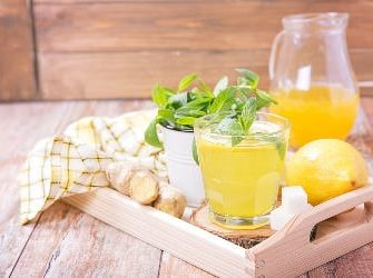 Limonade auf einem Tisch